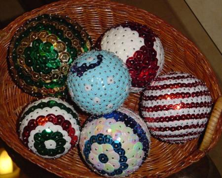 Hacer manualmente las bolas del árbol navideño