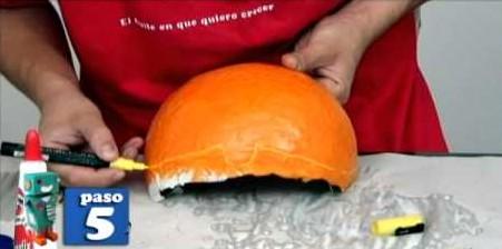 Máscara hecha con globos